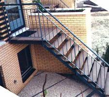 Zoeksnoek stalen trappen hoograven trappenfabriek b v - Metalen trap design hout ...
